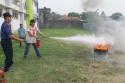 Praktik berikutnya adalah menggunakan APAR (Alat Pemadam Api Ringan).